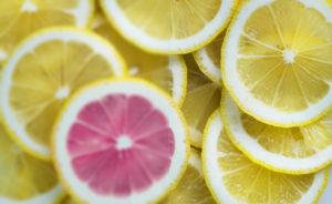 Citronskivor, vänster halva oskarp, höger skarp
